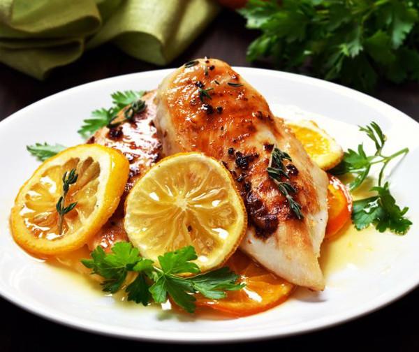 Курица с оливками и апельсинами под соусом